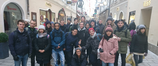 Minga Mentoring Salzburg 2017: Group photo of the students in a street in Salzburg